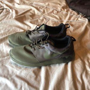 Brand new Nike roshes men size 12